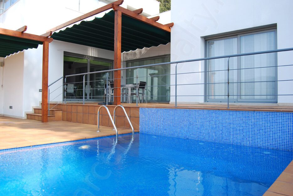 Испания купить дом в пригороде